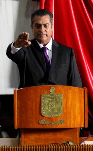 Rodríguez es el primer gobernador que llega al cargo por elección sin pertenecer a un partido político.