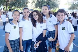 06102015 EN LA SECU.  Angie, María Paula, Andrea, Juliana y Romel.