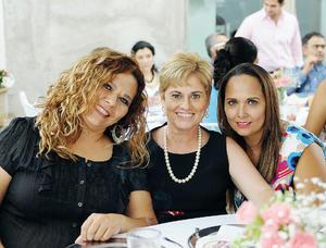 06102015 MUY CONTENTAS.  Raquel, Bego y Ana Luisa.