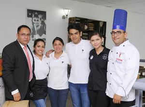 08102015 Juan Manuel, Ale, Sandra, Édgar, Yessica y Eugenio.