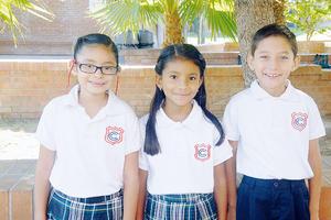 08102015 COMPAñEROS.  Camila, Camilla y Miguel.