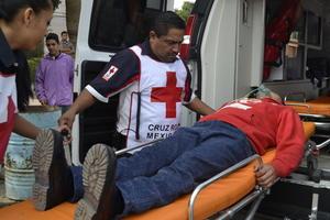 En la preparatoria los socorristas de la Cruz Roja brindaron auxilio a 18 estudiantes, dos de los cuales fueron trasladados a la benemérita institución por padecimiento de asma.
