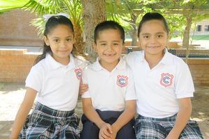 09102015 EN EL COLE.  Valentina, Gael y Sofía.