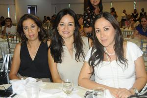 Diana Barrios, Wendy Barrios y Aída Alvarado.