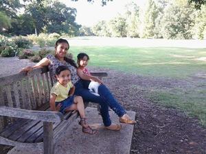 13102015 CUMPLE 28 Años.  Yuliana Valles Rangel con sus hijas, Camila y Alessandra.