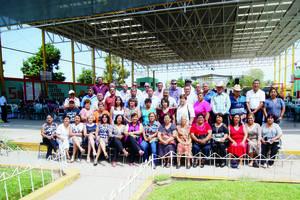 DÍA DEL JUBILADO. Maestros jubilados de la D-IV-7 de Tlahualilo, Durango, asistieron a la comida que ofreció la Sección 35.