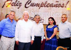 Dr. Jesús Gerardo Sotomayor Garza acompañado de Mario Valdés, Salvador Hernández Vélez, Patricia Herrero y Aurelio Alvarado.