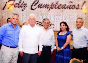 11102015 Dr. Jesús Gerardo Sotomayor Garza acompañado de Mario Valdés, Salvador Hernández Vélez, Patricia Herrero y Aurelio Alvarado.