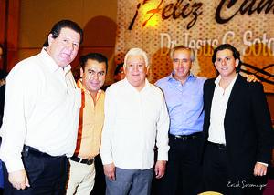 11102015 Dr. Jesús Gerardo Sotomayor Garza acompañado de Ing. Nicolás Papadópulos, Lic. Omar Pulido, Dr. Alberto Salas y Lic. Nicolás Papadópulos.