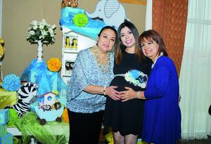 11102015 La futura mamá está muy emocionada, al igual que sus familiares, por la llegada de Nicolás.
