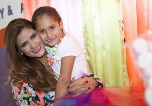 Ana Paula con su mamá, Karla Félix