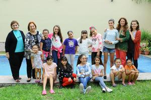 PRIMERA REUNIÓN. Muy contentas, las integrantes del Club infantil de Jardinería Las Margaritas.