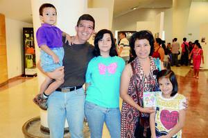 16102015 Angel, Venancio, Azul, Olivia y Cristal.