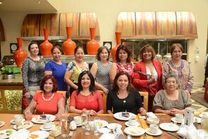 15102015 CUMPLEN UN AñO MáS.  Sandra Espinoza y Evangelina Carrillo celebraron sus cumpleaños en compañía de sus amigas.