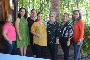 15102015 PRONTO SERá MAMá.  Luz Celia de la Fuente en compañía de algunas de las asistentes a su baby shower: Guadalupe, Malú, Betty, Rosita, Rosita y Ale.