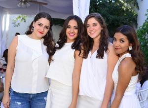 Mae, Natalia, Vivi y Regina
