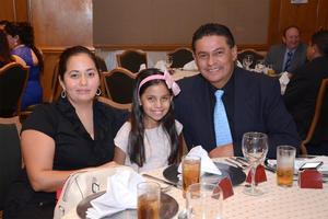 15102015 EN FAMILIA.  Mabel, Andrea y José.