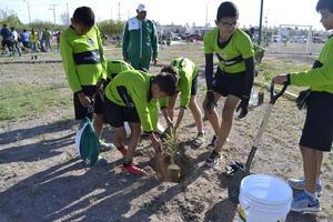 """Los niños y las niñas fueron de los más participativos en """"Laguna Yo Te Quiero Renovada""""."""