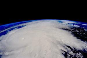 """El astronauta de la NASA, Scott Kelly, a bordo de la Estación Espacial Internacional (EEI), publicó esta imagen de cómo luce """"Patricia"""" desde el espacio."""