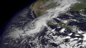 """El Gobierno mexicano alertó a la población que el huracán """"Patricia"""" es el """"más grande de la historia"""" mexicana e instó a tomar precauciones."""