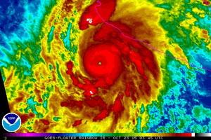 """La Agencia Nacional de Océanos y Atmósfera de Estados Unidos difundió esta imagen cuando """"Patricia"""" ascendió a categoría 5."""