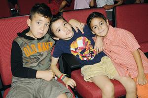 BUENOS MOMENTOS. Saúl, Andrés y René.