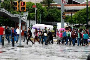 La gente volvió a salir a las calles.