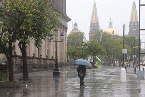 Poca gente se veía en las calles en Guadalajara mientras transcurría la tarde del viernes.