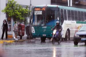 En Guadalajara, la lluvia comenzó a sentirse en la tarde.