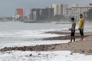 """""""Patricia"""" se degradó en pocas horas de categoría 5 en la escala Saffir-Simpson (de cinco niveles), con la que tocó tierra en México el viernes, a depresión tropical."""
