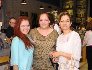 MUY CONTENTAS. Ileana Márquez, Rosy Martínez de Márquez y Alejandra Márquez.