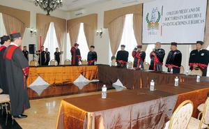 25102015 En esta solemne ceremonia se entregaron seis grados de Doctor en Derecho, en colaboración con el INPOSHUAC y Secretaría de Educación Pública del Estado.