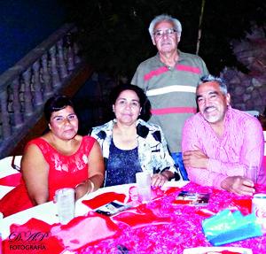 25102015 Aurora Camacho Ortiz, Rosa Morales y Manuel Fraire.