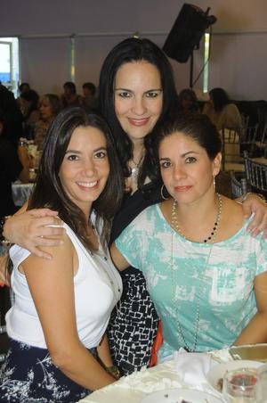 25102015 AMIGAS.  Ana, Adriana y Marcela.