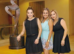 26102015 SERá MAMá.  Pamela Arratia Romero en la fiesta de canastilla que le organizaron sus papás, José y Nelly Arratia.