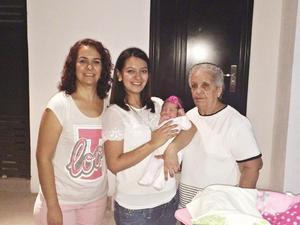 25102015 CUATRO GENERACIONES.  Hilda, Cecilia, Karen y Annia Cecilia.
