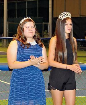 25102015 MUY LINDAS.  Valería Edith Posada Reyes y Pilar Nogueira Guerrero, princesa y reina del Club Campestre Torreón, respectivamente.