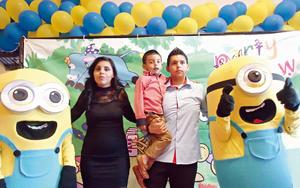 25102015 CUMPLE CUATRO AñOS.  Luis Gerardo Gómez Longoria con sus papás, Ana Longoria y Gerardo Gómez.
