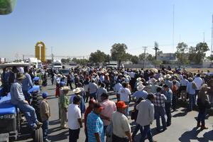 Realizaron el bloqueo de la vialidad para exigir atención a su protesta y problemáticas.