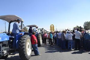 Agricultores Unidos por México se manifestaron en La Laguna por los altos costos en los energéticos.