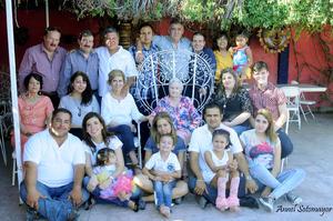 27102015 TRIPLE FESTEJO.  En una quinta de la ciudad, celebraron sus cumpleaños Óscar Granados Hernández, Dorita Ortiz de Granados y Paulina Granados de Ocaña.
