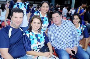 27102015 PADRES DE FAMILIA.  Pablo Quiroga, Rocío de Quiroga, Denise Farías, Marco Thomé y Yolis González.