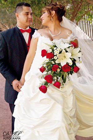 Celeste Macías Chávez y Roberto Márquez Camacho, se casaron el 17 de octubre de 2015. Estuvieron presentes sus padres los Señores: Agustín Macías Vázquez y Patricia Chávez De la Torre; Roberto Márquez Reveles y Aurora Camacho Ortiz.- DAP Fotografía