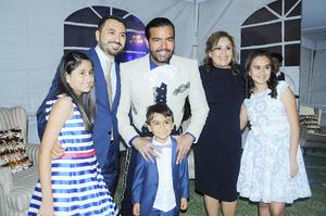 28102015 La Familia Montes en compañía del cantante lagunero Pablo Montero.