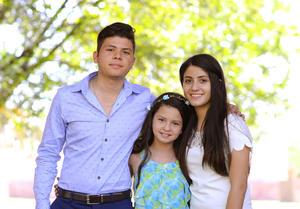 César, Ángela y Marisol