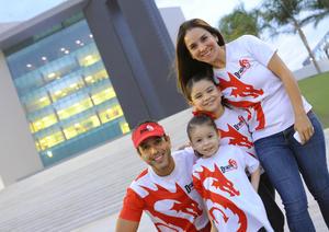 Óscar y Marytere con sus hijas Frida y Sofía