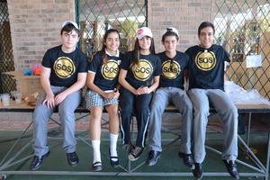 Fernando, Ana Paula, Isabela, Roberto y Jesús (planilla)