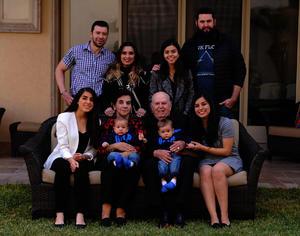Con sus nietos