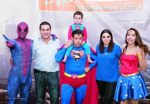 01112015 El pequeño José Daniel celebró tres años de vida con una divertida fiesta, en donde estuvo rodeado de sus personajes favoritos.- Érick Sotomayor Fotografía