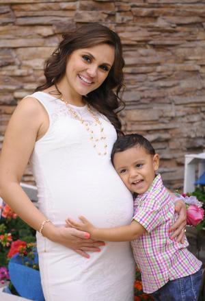 02112015 Jessica de la Torre y su hijo Jaime.
